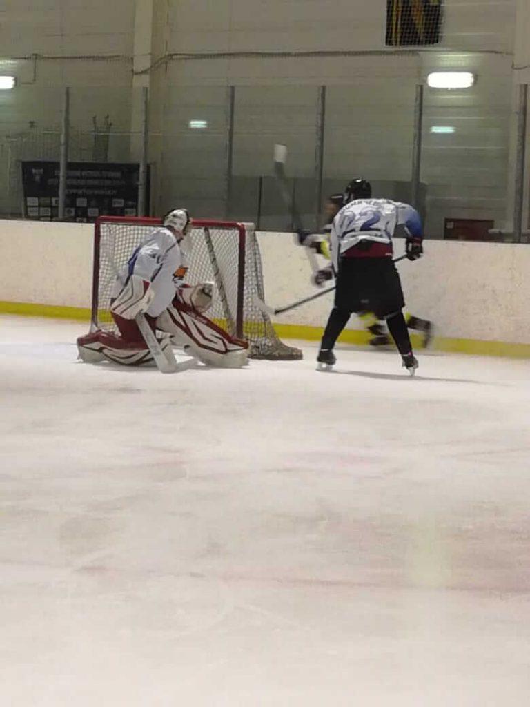 Игра по хоккею НХЛ между хоккейными командами «Индастриалс» и «Победа»