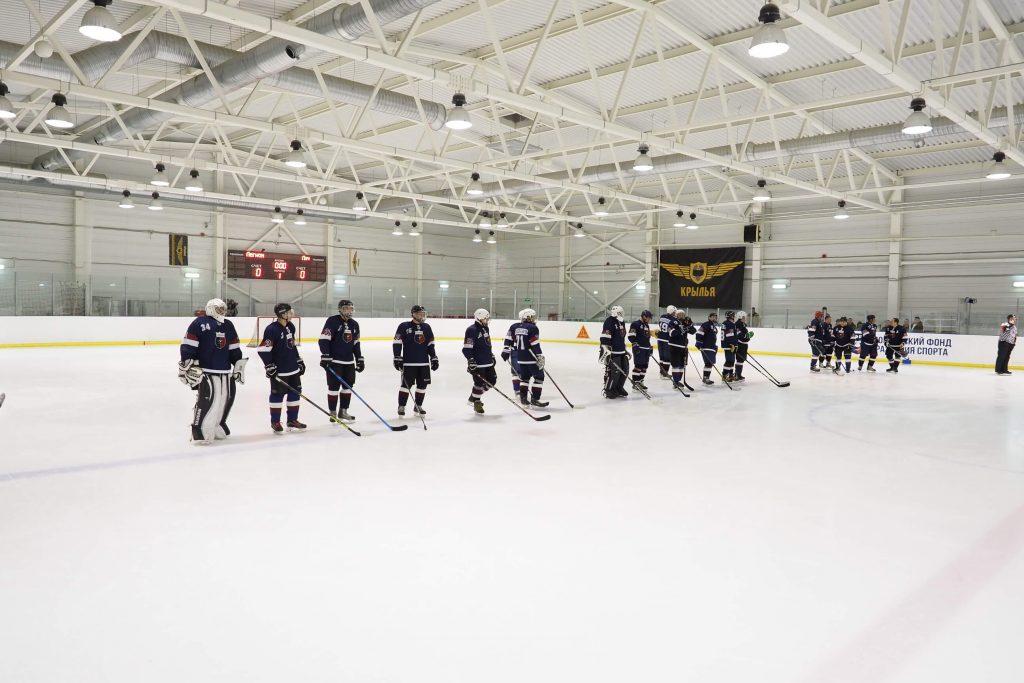 Игра по хоккею Ночная Хоккейная Лига среди мужчин