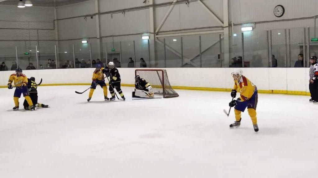 Игра по хоккею НХЛ среди мужчин между хоккейными командами «Индастриалс» и «Химик»